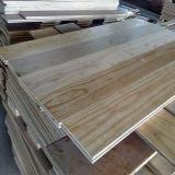 Large blanc de planches de chêne brossé et des couleurs naturelles Engineered Flooring
