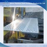 Перфорированные отверстия с прорезью металлической сетки используется в качестве сита