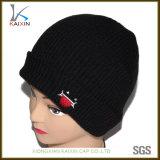 Изготовленный на заказ чернота людей связала вышитый шлем Beanie Slouch крышки длинний