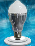 E27 AC100-240V 7W LED do sensor de PIR Lâmpada Global