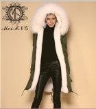 Commerce de gros faux manteau de fourrure long manteau de fourrure de couleur blanche avec le raton laveur garniture à capuchon