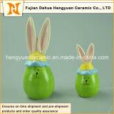 美しい漫画の陶磁器の装飾的なイースターウサギ