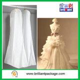 La alineada de boda de los bolsos de ropa cubre blanco