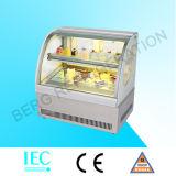 Gâteau de table d'un mini réfrigérateur d'affichage