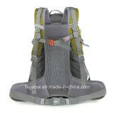 Il nylon che fa un'escursione la corsa Trekking mette in mostra i sacchetti dello zaino con il caricatore del USB