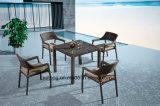Gute Qualitätsniedriger Preis-im Freien speisende Möbel mit stapelbarem Chair&Kd Tisch als grosser Menge, die vollständige verkaufenmöbel (YTA581&YTD020-10, packt)