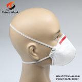 Piegare la maschera di protezione a gettare della polvere di figura