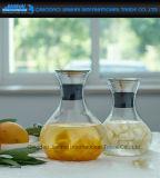 夏の円形のガラス冷水の飲料の飲み物の鍋