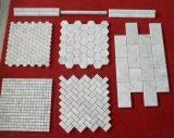 白い大理石のモザイク壁のタイル