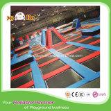 Il quadrato scherza il trampolino con il rimbalzo del trampolino, campi giochi di avventura