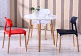 Tabelle pranzanti con la Tabella di Emes del piedino di legno solido