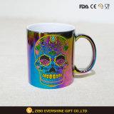 Caldo placcare la tazza di ceramica del caffè del cranio di caduta di olio