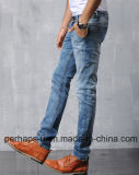 Джинсыы джинсовой ткани людей способа прямые вскользь