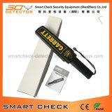 Metal detector tenuto in mano della nuova del metal detector bacchetta di obbligazione