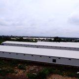 het Landbouwbedrijf van het Gevogelte van de Grill van de milieudieControle met de Structuur van het Frame van het Staal wordt afgeworpen