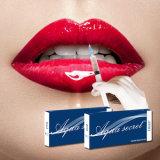 Jusqu'à lèvres charnues de remplissage de l'acide hyaluronique