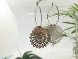 당 여자를 위한 로듐에 의하여 도금되는 움츠린 꽃 원형 귀걸이