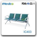 Quatre chaises d'attente de PU du siège de l'IC403