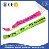 Bracelets bon marché colorés faits sur commande de silicones/bracelets de festival