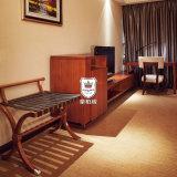 Estante de equipaje tradicional del dormitorio del hotel de madera sólida para la huésped