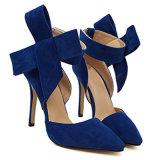 Les chaussures de suède des femmes pointues de talon haut avec de grands santals de Bowknot