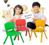يترأّس مدرسة [إك-فريندلي] بلاستيكيّة عمر قابل للتراكم 12 مع لون زاويّة