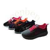 熱い女性の方法スニーカーの偶然靴