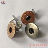El logotipo de mezclilla de alta calidad de metal de bronce en relieve el botón de vástago redondo para la ropa