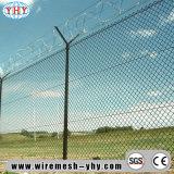 As cercas ao ar livre revestidas PVC do campo de jogos usadas para protegem a rede