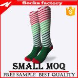 Qualitäts-Baumwollknie-hohe Sport-Socken