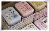 Nuevas ilustraciones Hand-Painted Peter Rabbit Tote Tin Box Joyero Estuche Contenedor de caramelos de caja de hierro Caja de regalo