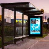 Abrigo de barramento ao ar livre, anunciando o paragem do autocarro com tela do diodo emissor de luz