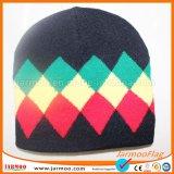 Связанное зимой изготовление шлема Beanie