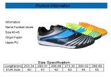 El fútbol más popular ocasional del balompié enlistona los zapatos para los hombres