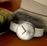 Diseño clásico de cristal mineral señoras reloj con correa de cuero