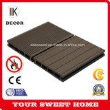 Tablier de bois composite en plastique durable avec des revêtements de sol anti-UV DK9310