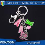 디자인 고무 Keychain 주문을 받아서 만들어진 금속은 반지를 가진 키를 만든다