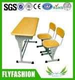 Estudio de la escuela el doble de escritorio y silla