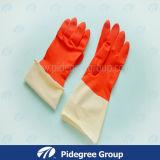 Цветастые перчатки домочадца для работы и очищать