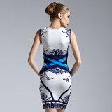 Lo stile piega sotto le ginocchia mette il vestito in cortocircuito scarno dalla fasciatura delle signore