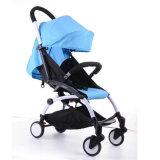O plutônio roda o carrinho de criança de bebê com assento de carro e Carrycot