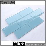 La décoration de carreaux de verre de métro bleue