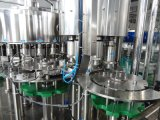 Máquina automática do enchimento da água bebendo do frasco do animal de estimação