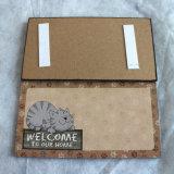"MDFから成っている執筆マージンが付いている""歓迎""のドアのハングの札"