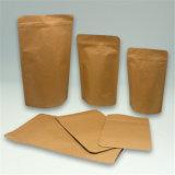 Levantarse el bolso de café del papel de Kraft de la bolsa con la ventana