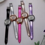Crear la venta al por mayor de la mujer para requisitos particulares del regalo del ODM del OEM del reloj (Wy-051C)