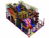 最も新しい幼児装置の楽しみのジャングルの屋内運動場