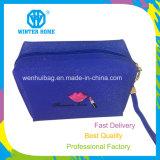女性はよじ登るPVCに防水装飾的な袋を作る