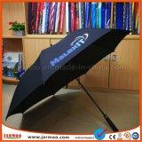 parapluie ouvert de golf d'automobile protégeant du vent des affaires 8K
