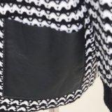 女性の黒かクリーム色のしまのあるカーディガンはとのPUのポケットとのバージョンそして柔らかいHandfeelを、失う